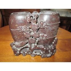 Vase en pierre dure a décor de fleurs